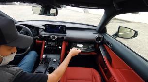 Ovaj Lexus kao dodatnu opremu ima – gramofon