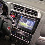 Novi je Jazz dobio zasebni ekran osjeltjiv na dodir za klimatizaciju. S obzirom da automobili nikada nisu mirni u vožnji, rukovanje njime je pomalo nespretno