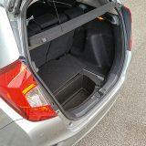 Ispod podnice prtljažnika nalazi se dodatni prostor. Jazz s paketom opreme Elegance serijski dolazi s kompletom za popravak pneumatika