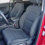 Sjedala su vrlo udobna te zadovoljavajuće drže tijela vozača i suvozača u zavojima. Sve u svemu, daju velik doprinos smanjenju zamora na duljim putovanjima