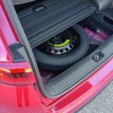 Ispod podnice prtljažnika nalaze se dodatni prostor za ostavu te rezervni kotač za privremenu uporabu