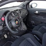 Ušminkani interijer Abartha 595 Competizione bogat je detaljima i jasno naglašava kako je riječ o ozbiljnom sportskom automobilu