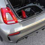 Komplet za popravak pneumatika sastavni je dio serijske opreme. Uostalom, na automobilu poput ovog treba uštedjeti svaki gram, zar ne?