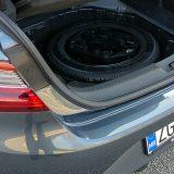 Rezervni kotač i ponešto neophodnog alata svoje su mjesto našli ispod podnice prtljažnika